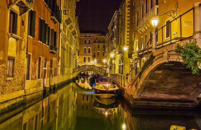 City_landscape_venice_at_night_light_(8174786148)